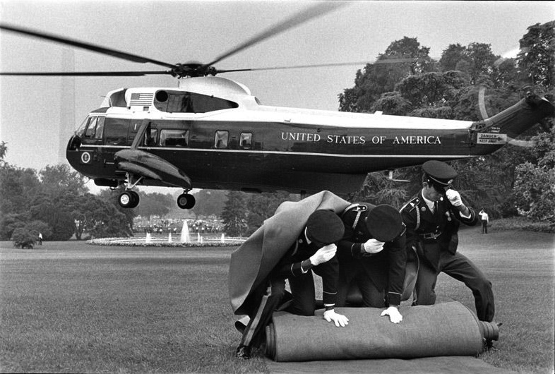 26 - Annie Leibovitz - Nixon's Departure from White House