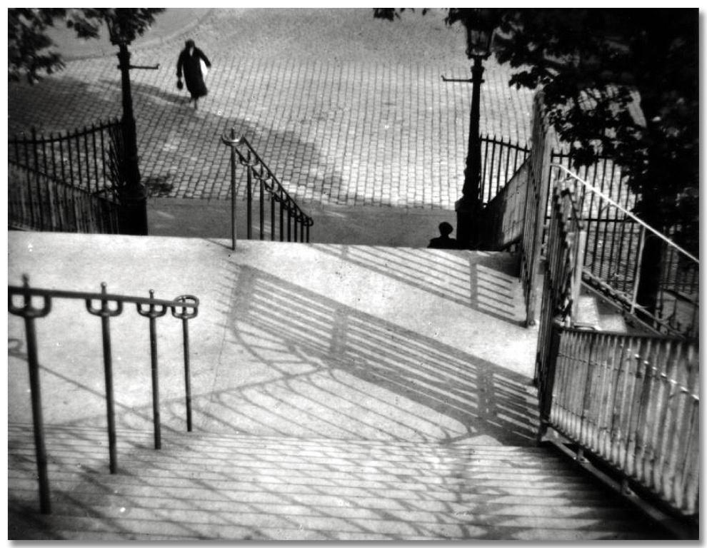14 - Kertesz - Montmartre 1925